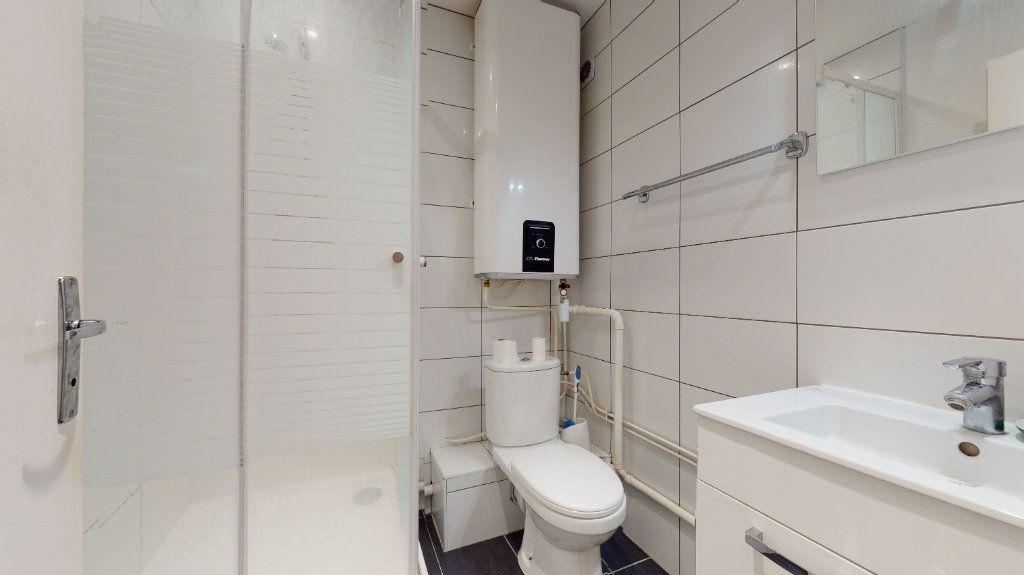 Appartement à louer 1 11m2 à Lyon 6 vignette-13