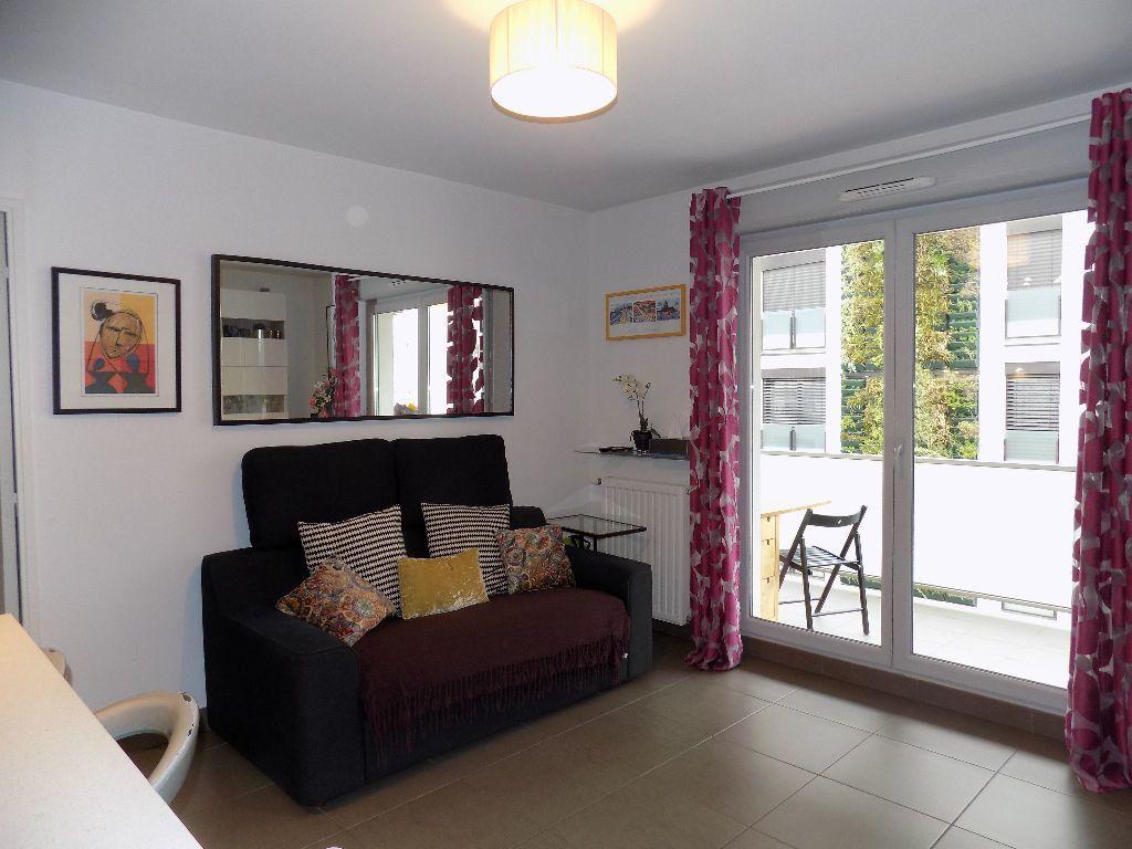 Appartement à louer 3 49m2 à Lyon 7 vignette-1