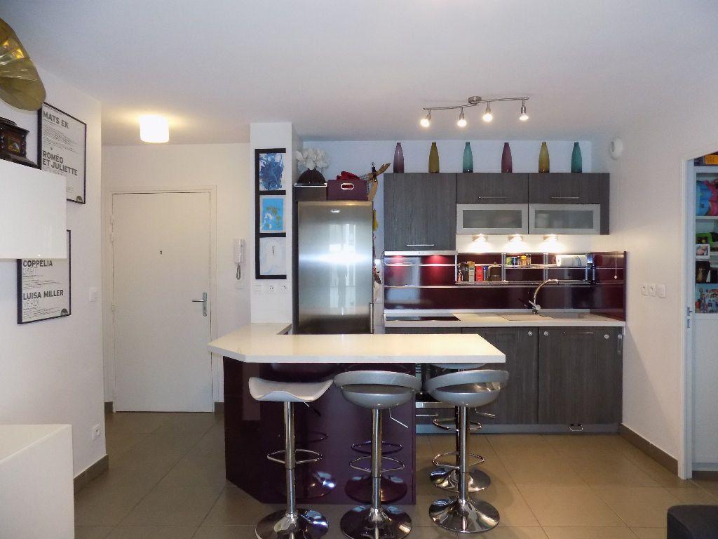 Appartement à louer 3 49m2 à Lyon 7 vignette-3