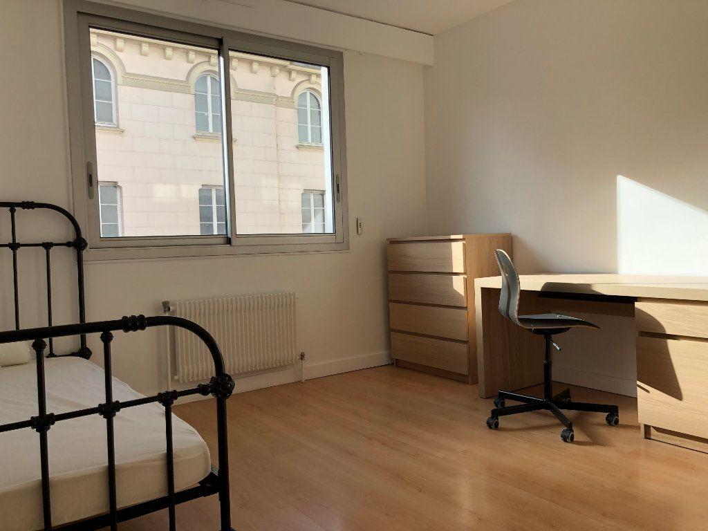 Appartement à louer 1 14m2 à Lyon 7 vignette-1