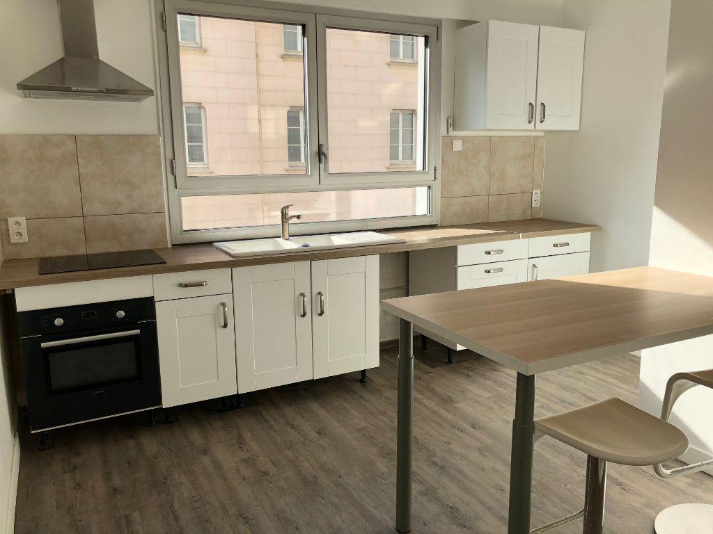 Appartement à louer 1 14m2 à Lyon 7 vignette-2