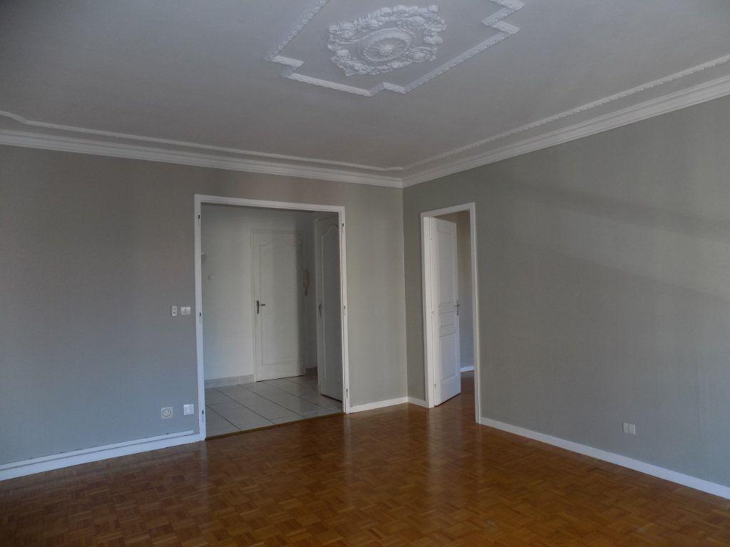 Appartement à louer 4 84.81m2 à Bron vignette-1