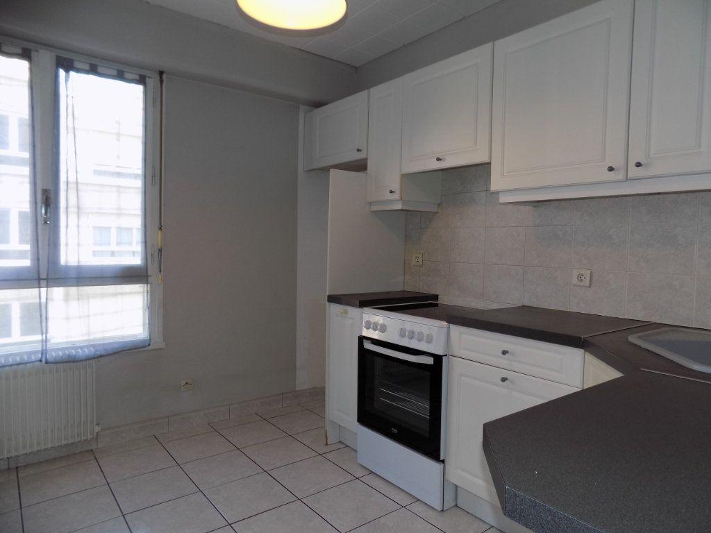Appartement à louer 4 84.81m2 à Bron vignette-2