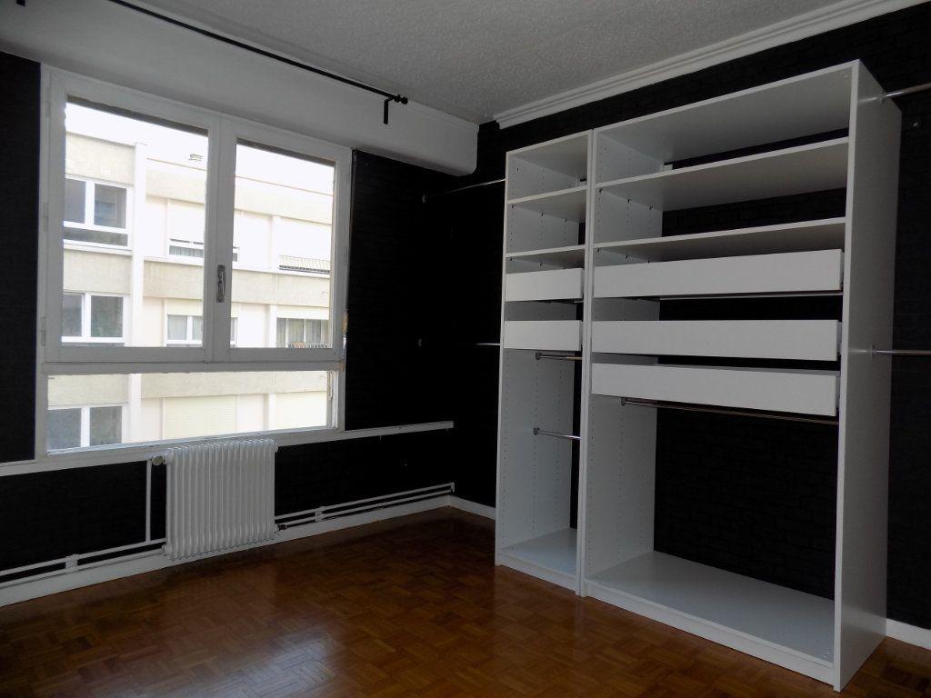 Appartement à louer 4 84.81m2 à Bron vignette-3