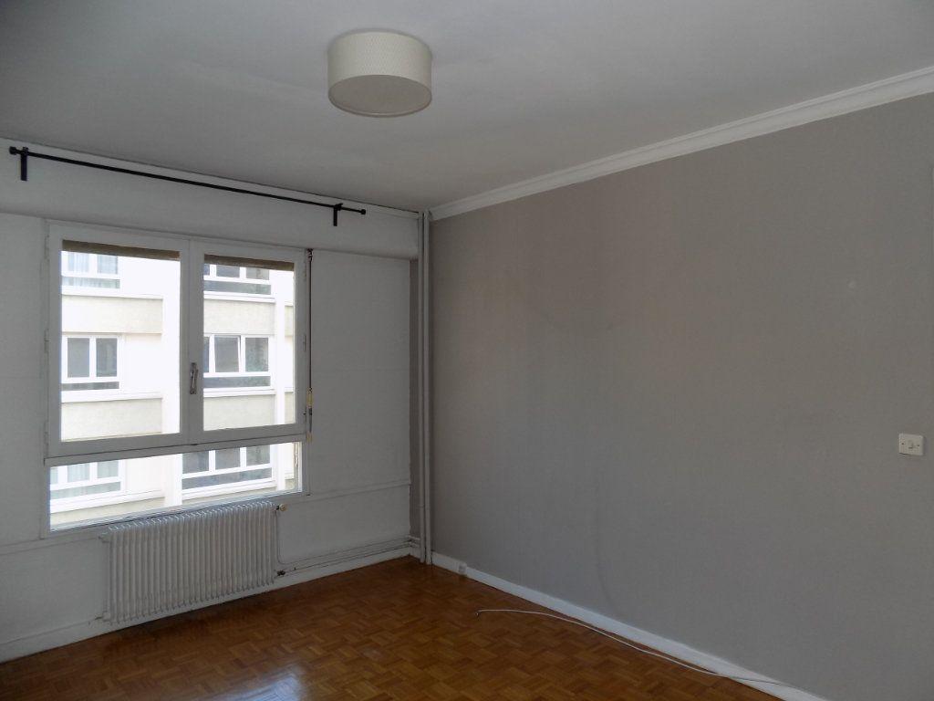 Appartement à louer 4 84.81m2 à Bron vignette-4