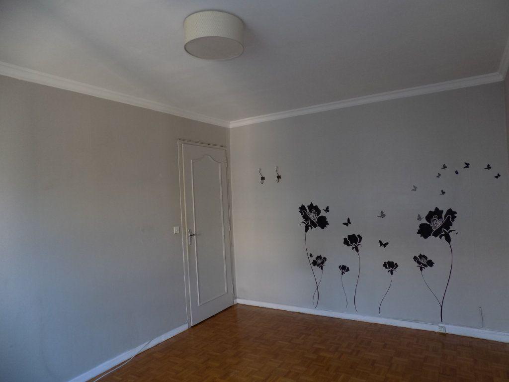 Appartement à louer 4 84.81m2 à Bron vignette-5