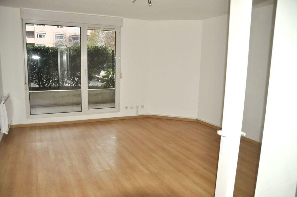Appartement à louer 4 77.64m2 à Lyon 7 vignette-1