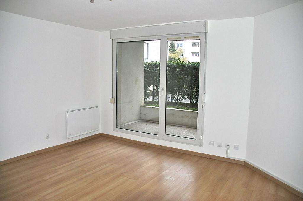 Appartement à louer 4 77.64m2 à Lyon 7 vignette-2