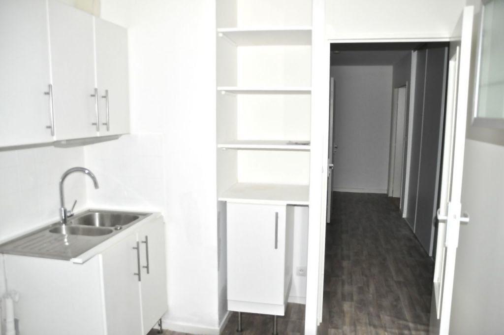 Appartement à louer 4 77.64m2 à Lyon 7 vignette-4
