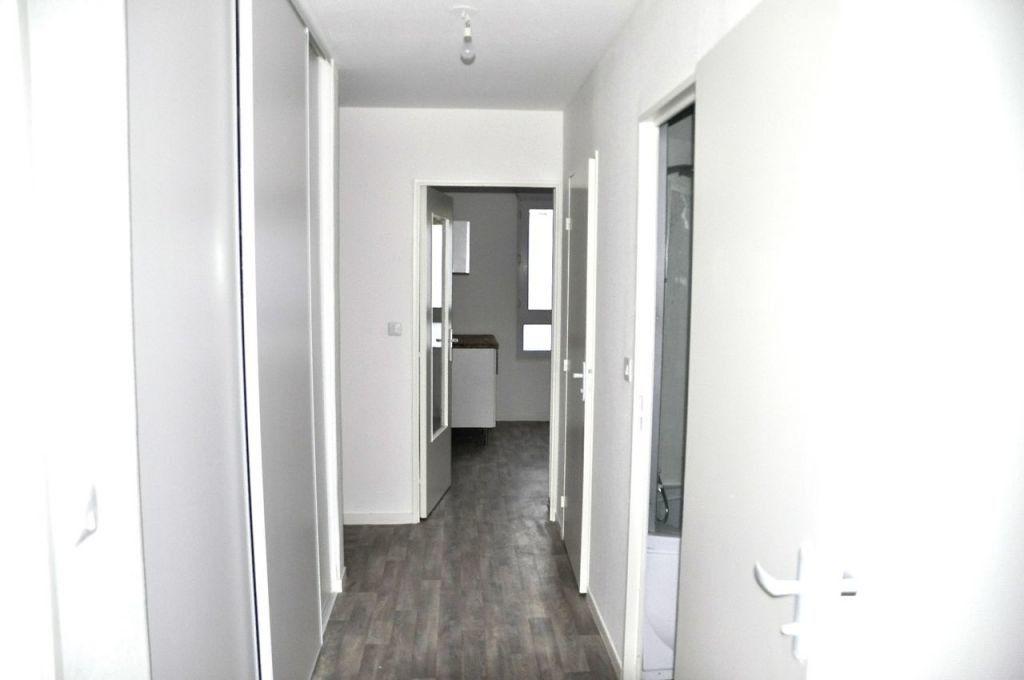Appartement à louer 4 77.64m2 à Lyon 7 vignette-6