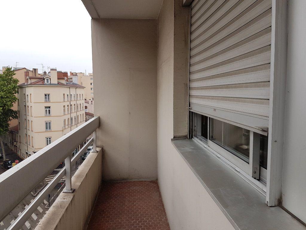 Appartement à louer 1 35m2 à Lyon 7 vignette-5