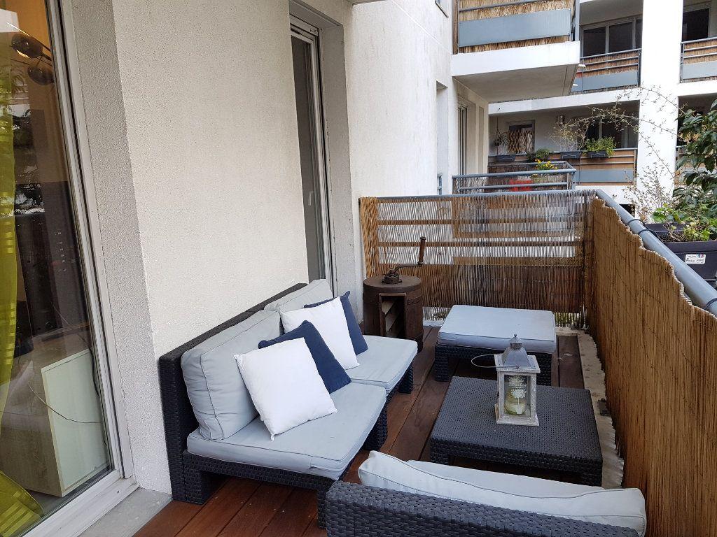 Appartement à louer 3 63m2 à Lyon 7 vignette-3