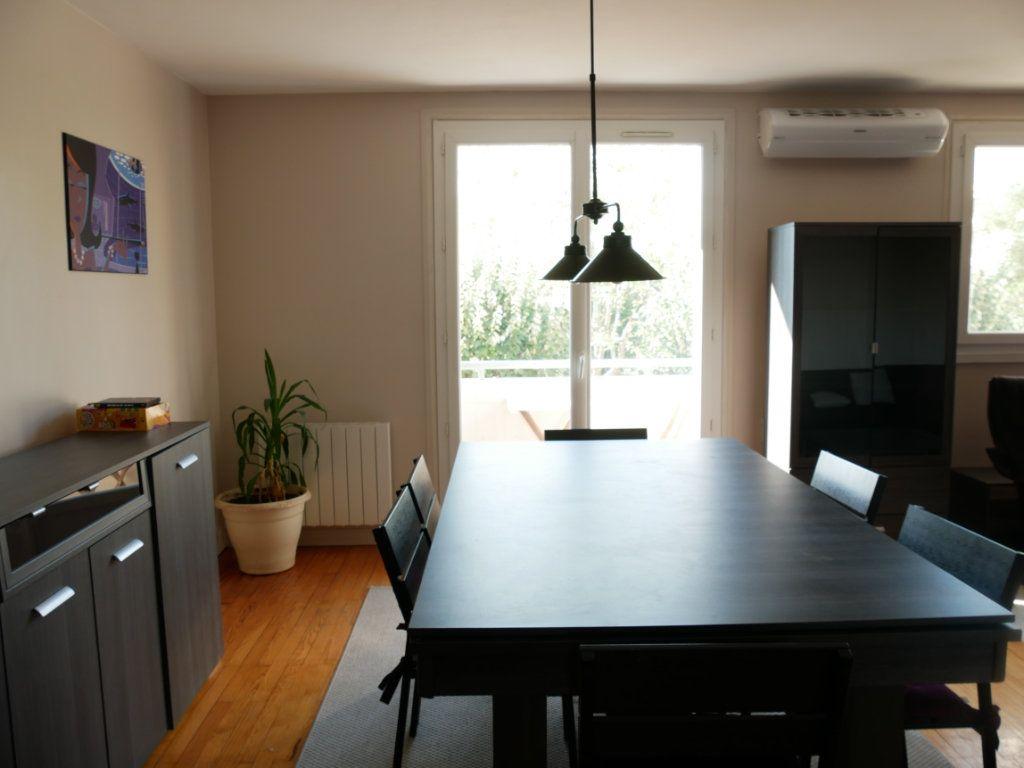 Appartement à louer 3 62.24m2 à Bron vignette-1