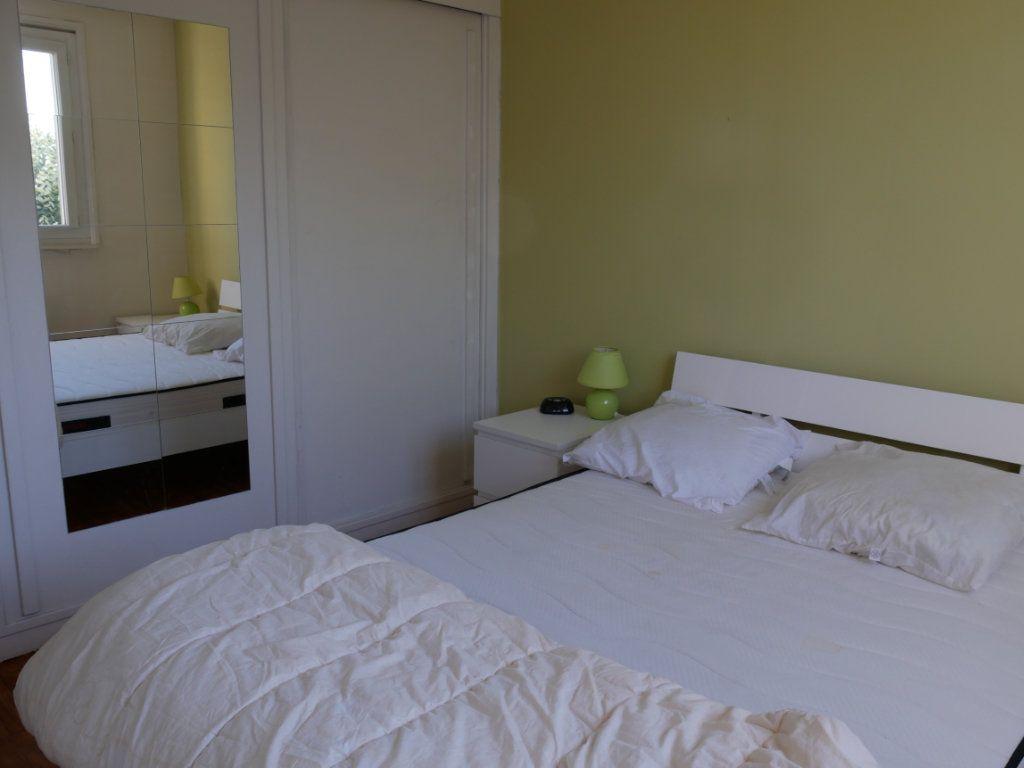 Appartement à louer 3 62.24m2 à Bron vignette-2