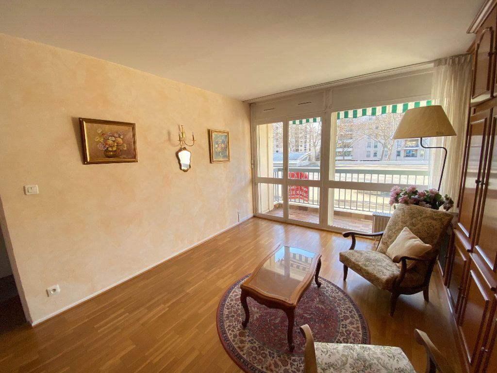 Appartement à vendre 3 67.34m2 à Lyon 7 vignette-7