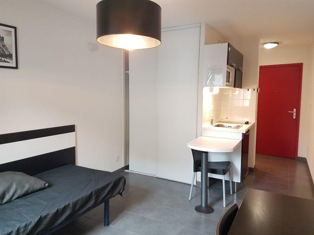 Appartement à louer 1 18.88m2 à Lyon 7 vignette-1