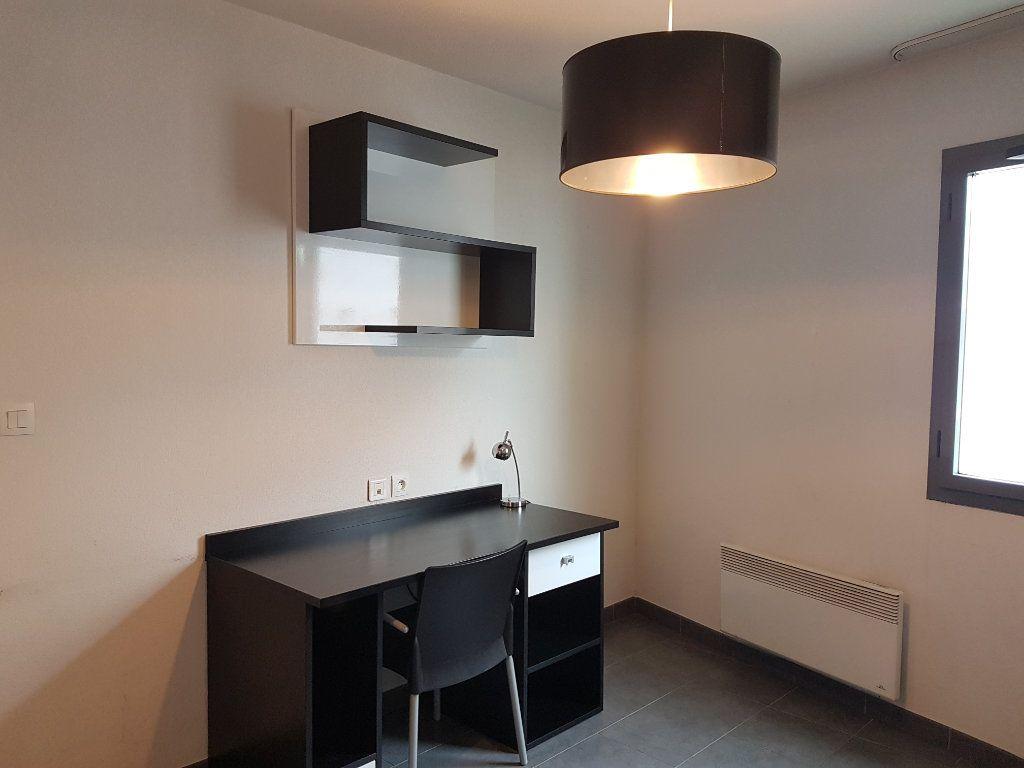 Appartement à louer 1 18.88m2 à Lyon 7 vignette-2