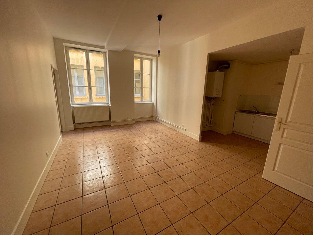 Appartement à louer 4 89.6m2 à Lyon 1 vignette-2