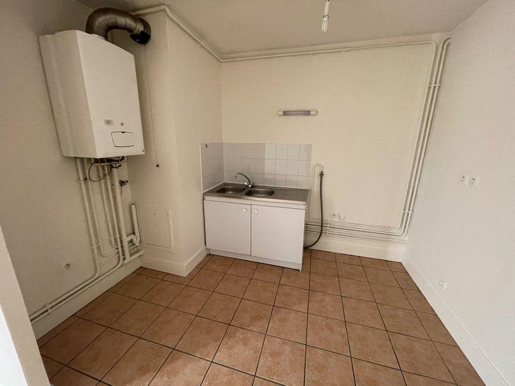 Appartement à louer 4 89.6m2 à Lyon 1 vignette-3