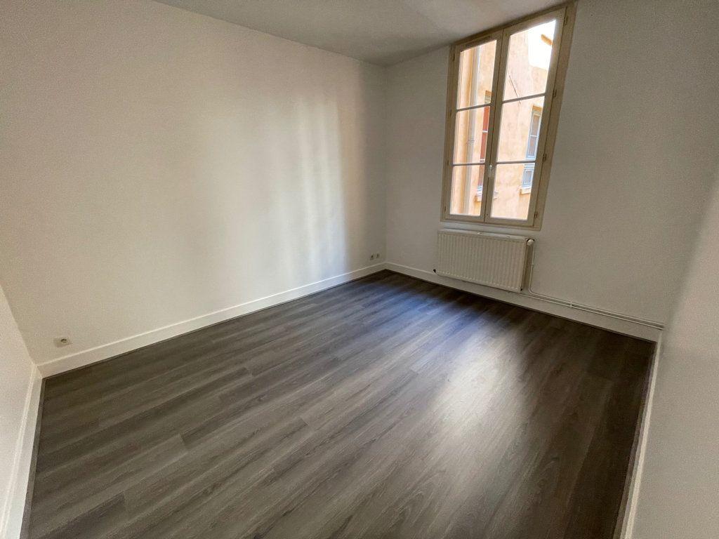 Appartement à louer 4 89.6m2 à Lyon 1 vignette-4