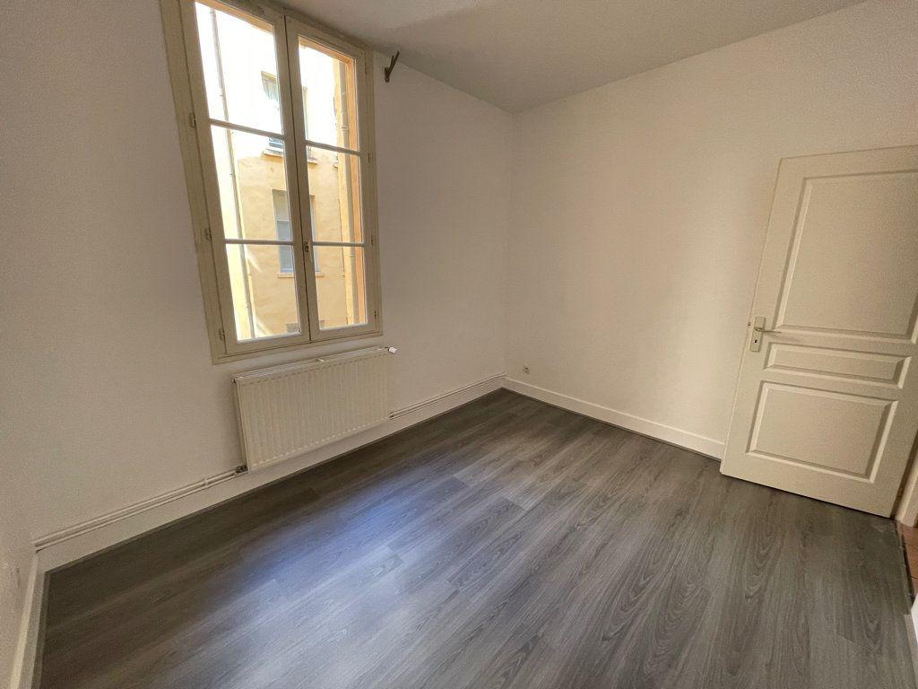 Appartement à louer 4 89.6m2 à Lyon 1 vignette-5