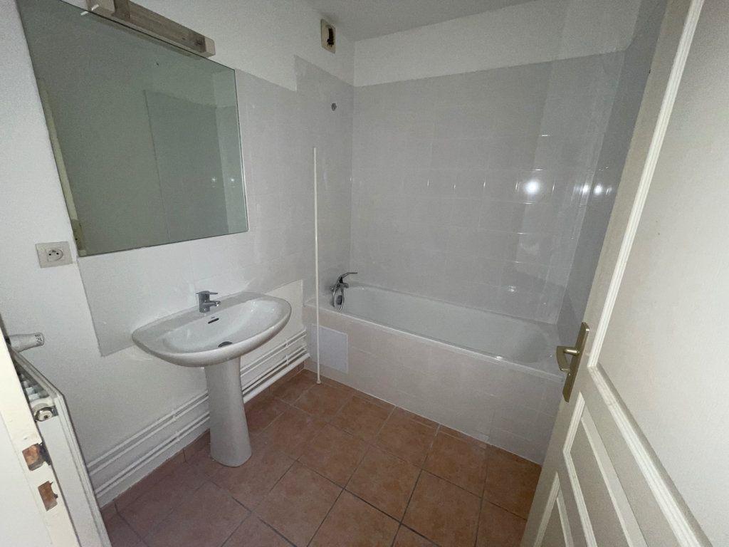 Appartement à louer 4 89.6m2 à Lyon 1 vignette-6