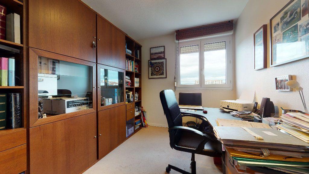 Appartement à vendre 5 106.4m2 à Lyon 7 vignette-7