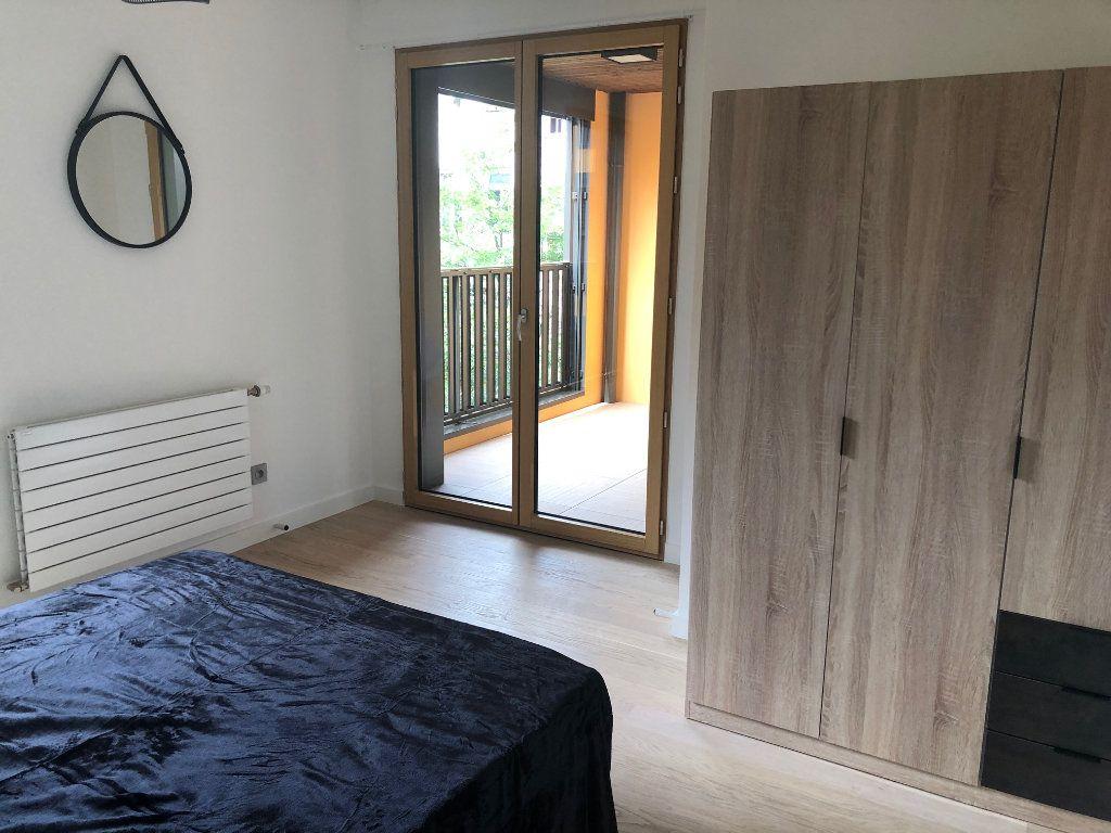 Appartement à louer 3 63.47m2 à Lyon 4 vignette-2