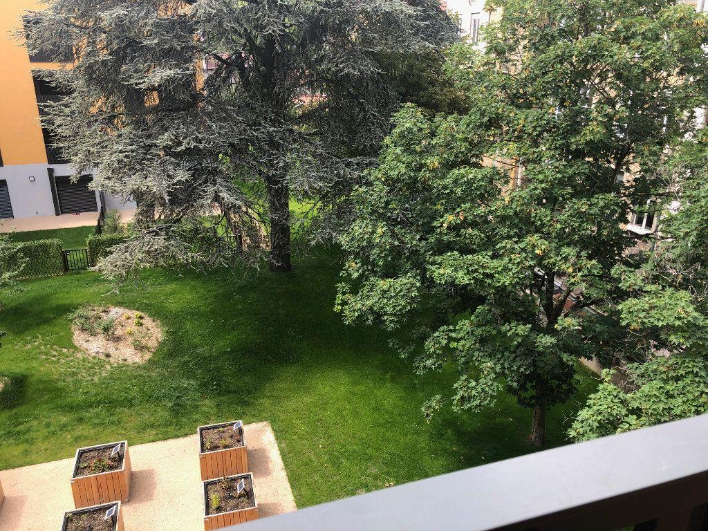 Appartement à louer 3 63.47m2 à Lyon 4 vignette-3