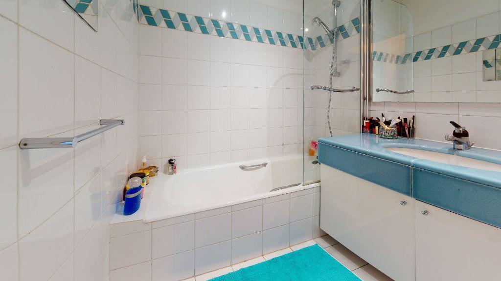 Appartement à louer 3 70m2 à Lyon 4 vignette-3
