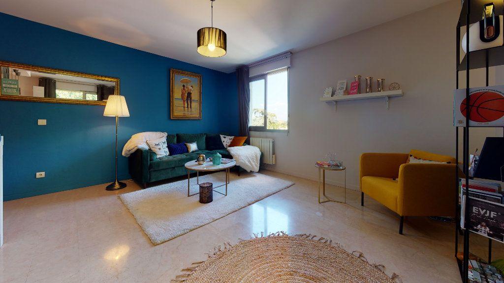 Appartement à louer 3 70m2 à Lyon 4 vignette-6