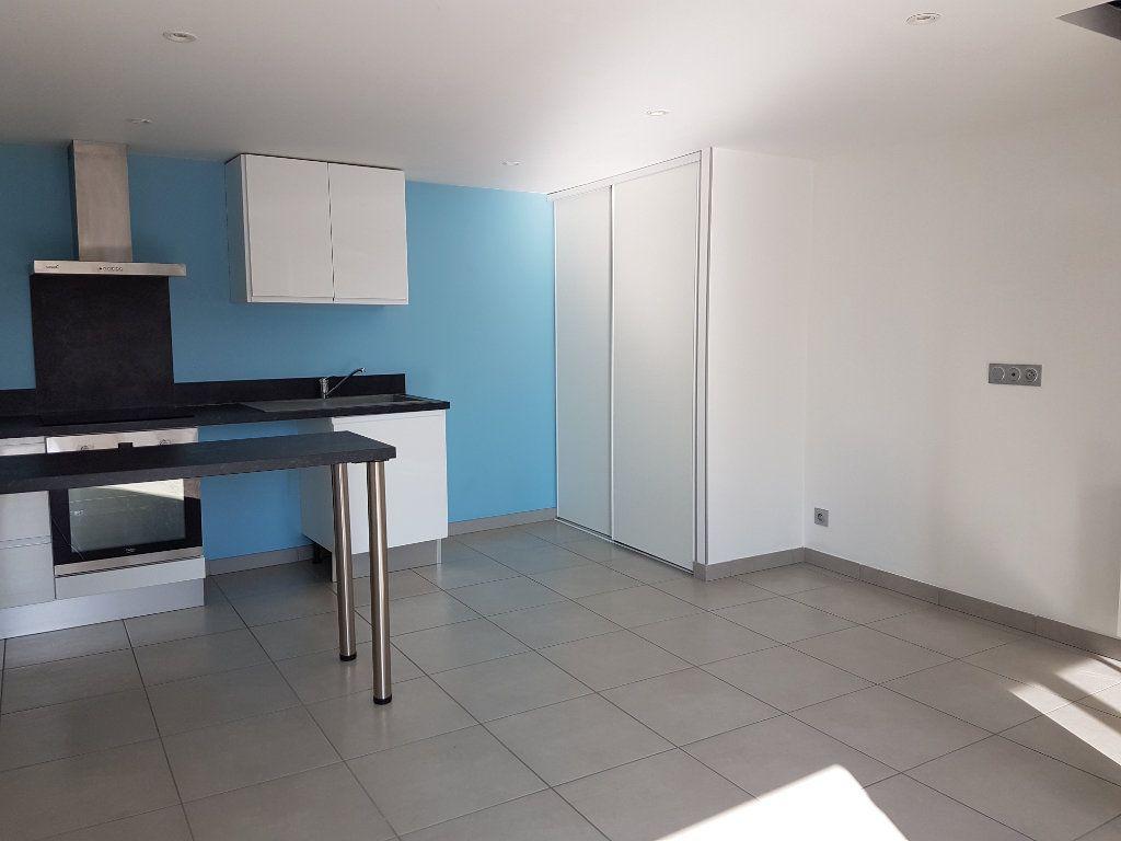 Appartement à louer 2 39m2 à Saint-Priest vignette-1