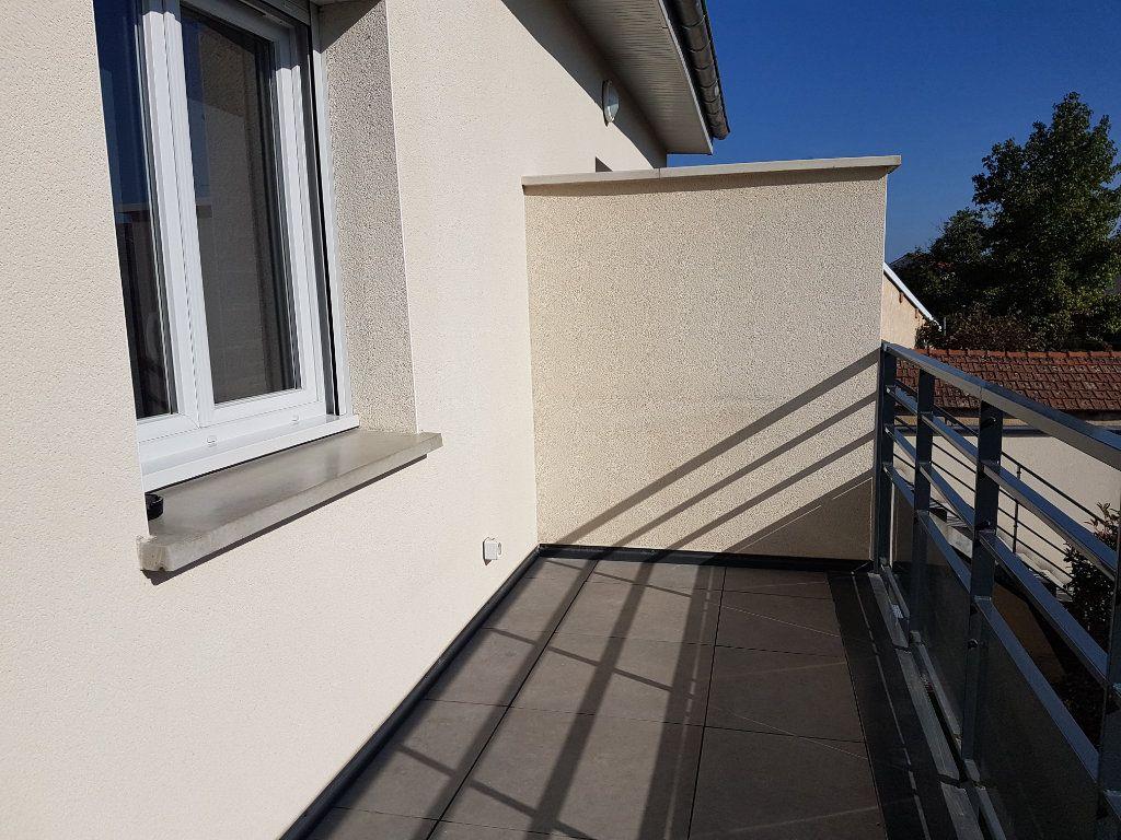 Appartement à louer 2 39m2 à Saint-Priest vignette-2