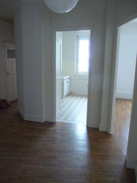 Appartement à louer 2 50.72m2 à Nancy vignette-3