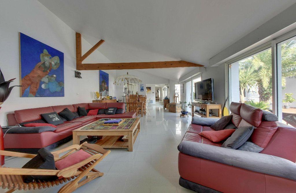 Maison à vendre 6 156m2 à Rivedoux-Plage vignette-2