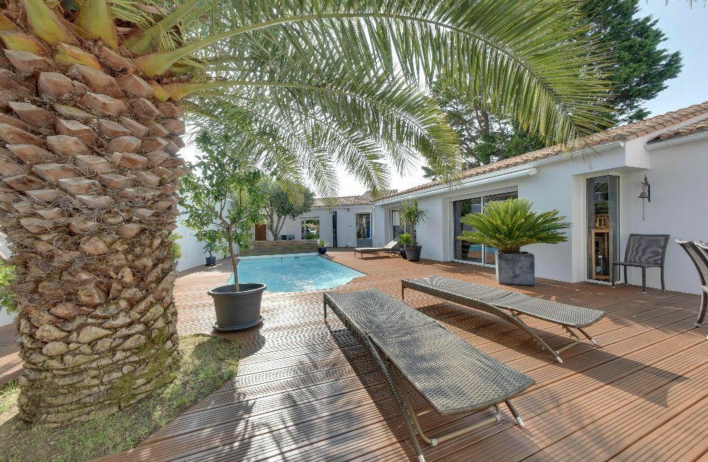 Maison à vendre 6 156m2 à Rivedoux-Plage vignette-3
