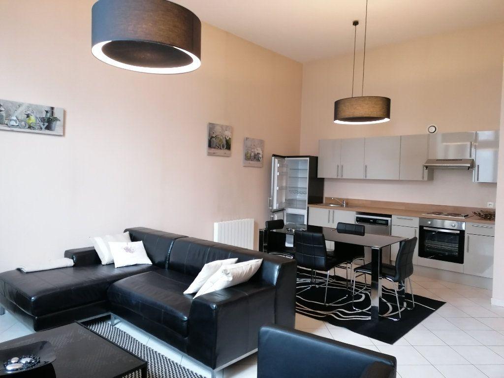 Appartement à louer 3 70m2 à Béthune vignette-2