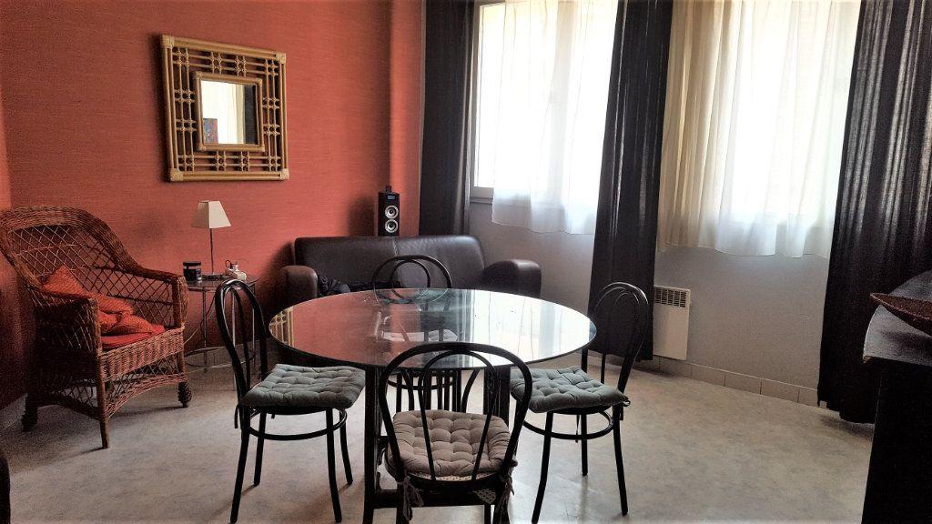 Appartement à louer 2 45m2 à Béthune vignette-1