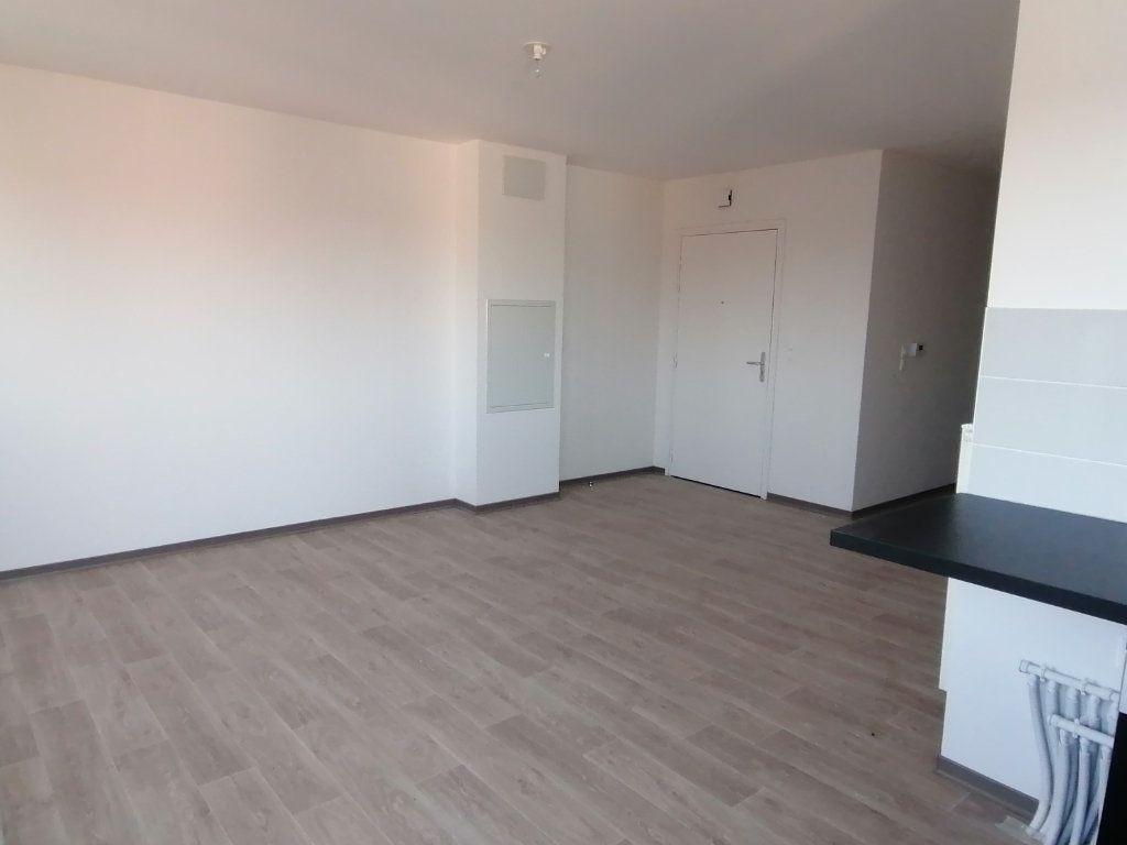 Appartement à louer 3 60.43m2 à Béthune vignette-3