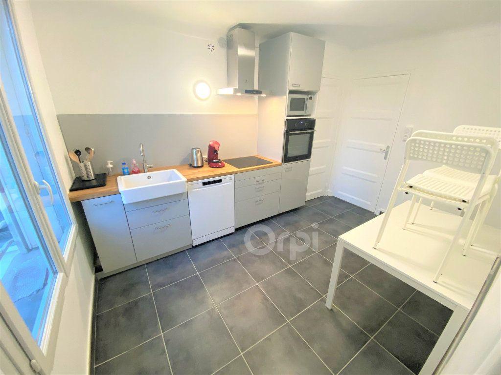 Appartement à louer 1 14.72m2 à Chambéry vignette-2