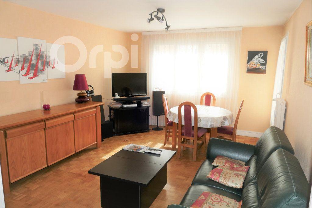 Appartement à vendre 3 65.43m2 à Chambéry vignette-1