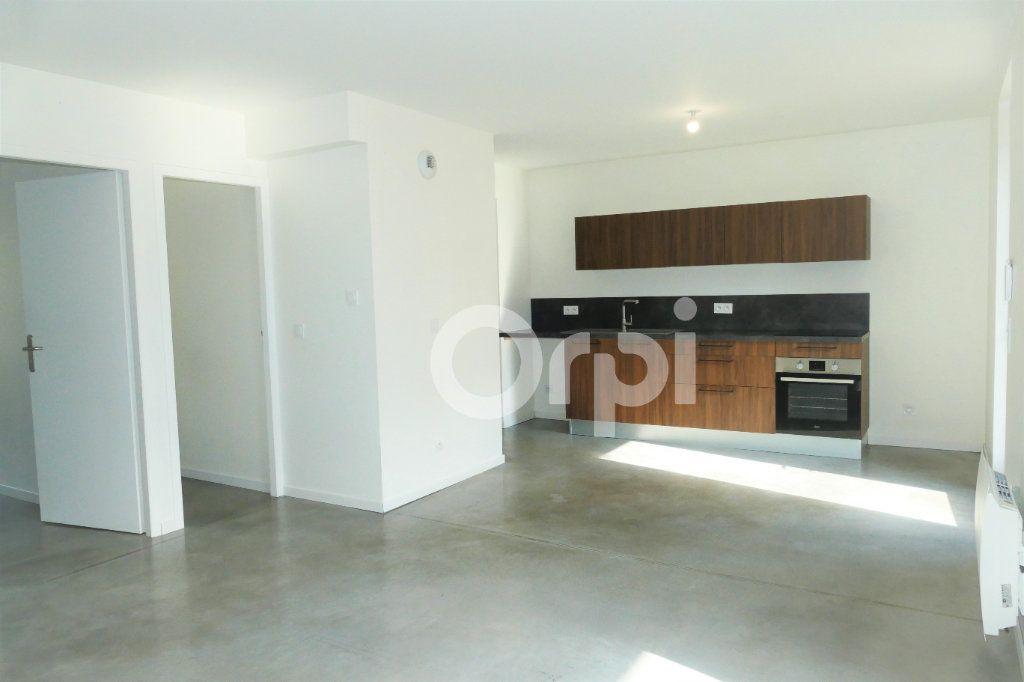 Appartement à louer 4 83.23m2 à Chambéry vignette-1