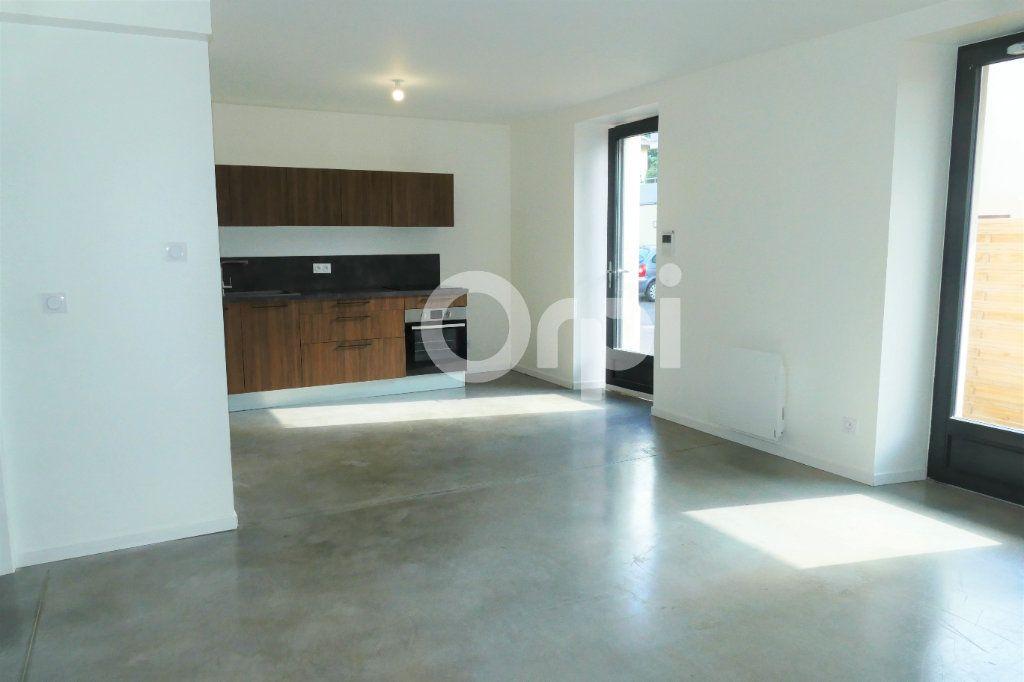 Appartement à louer 4 83.23m2 à Chambéry vignette-3