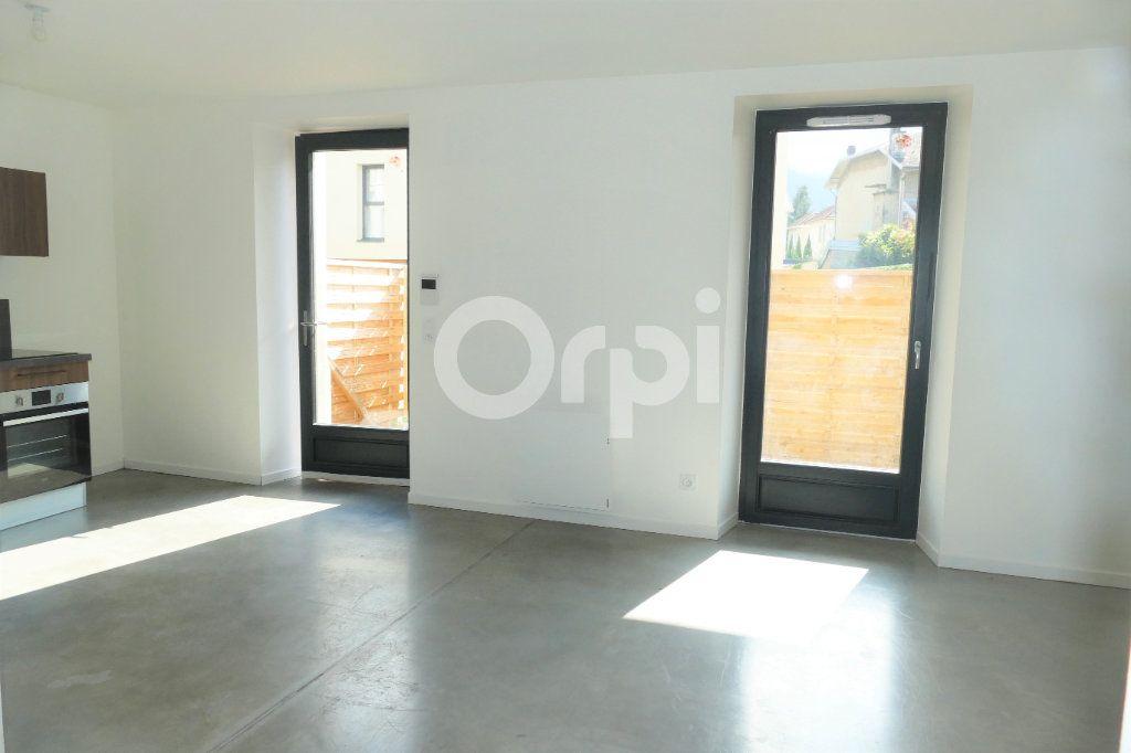 Appartement à louer 4 83.23m2 à Chambéry vignette-4