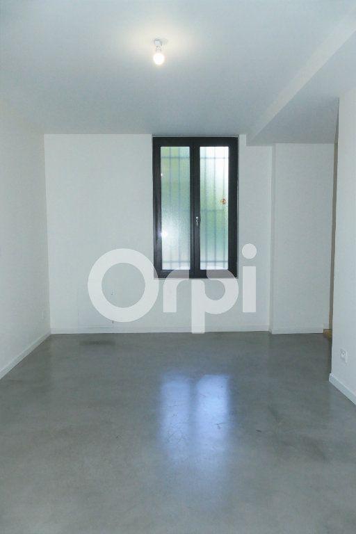Appartement à louer 4 83.23m2 à Chambéry vignette-6