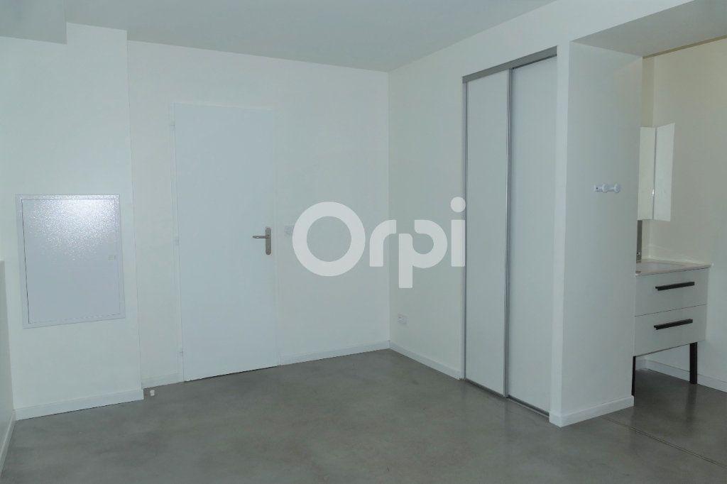 Appartement à louer 4 83.23m2 à Chambéry vignette-8