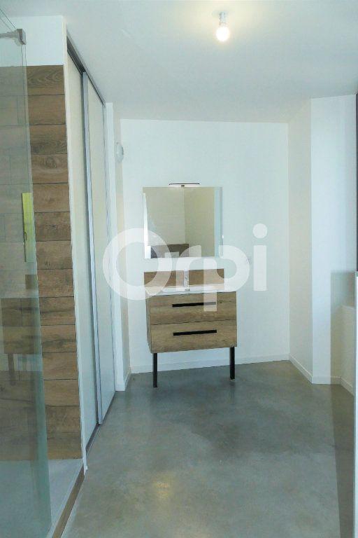 Appartement à louer 4 83.23m2 à Chambéry vignette-12