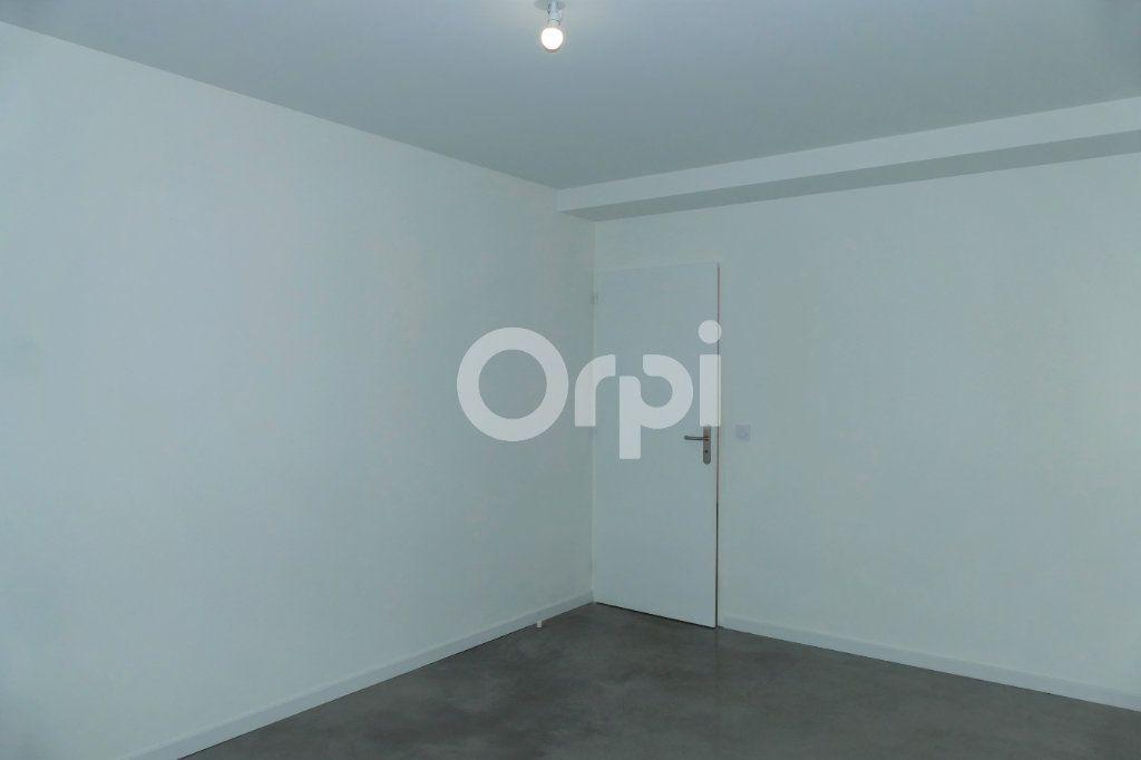 Appartement à louer 4 83.23m2 à Chambéry vignette-13