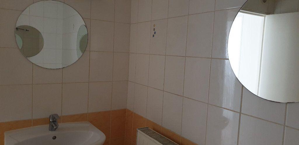 Appartement à louer 3 75m2 à Fameck vignette-9