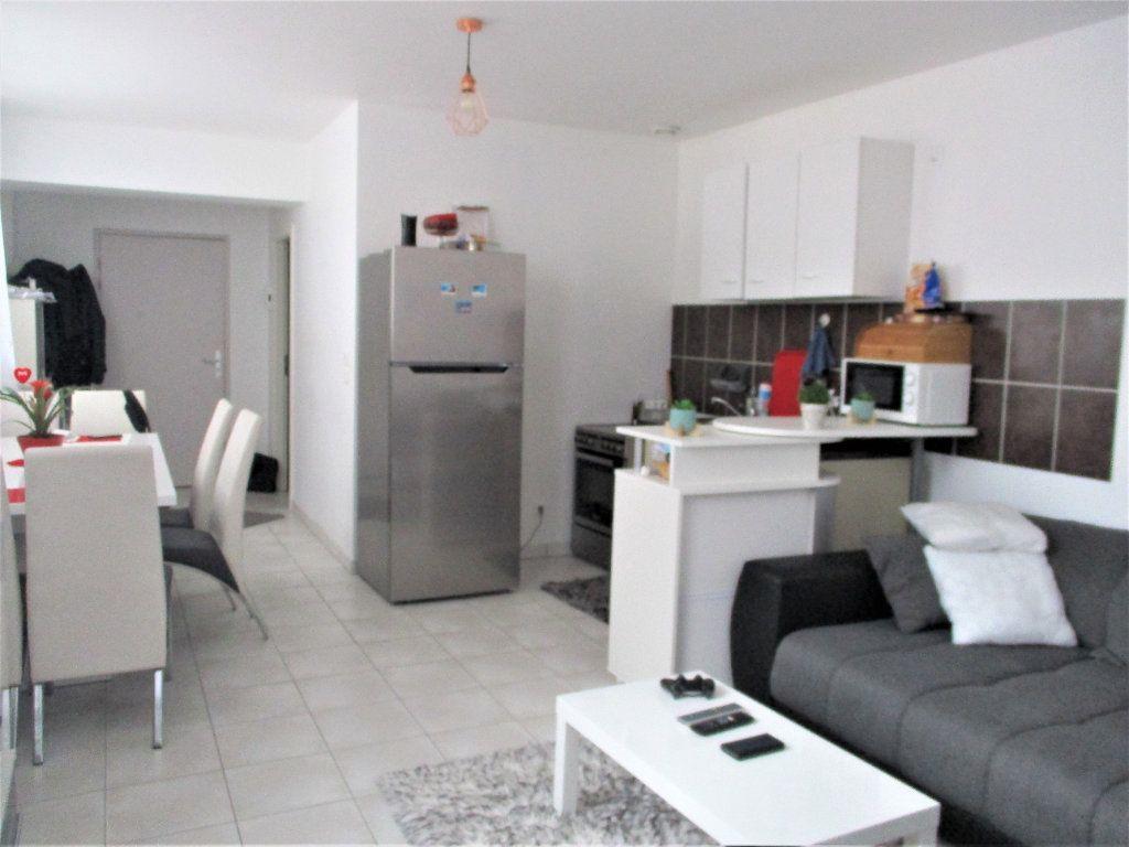 Appartement à louer 2 52.65m2 à Hayange vignette-1